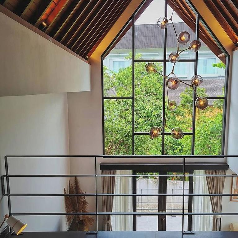 Pindah ke Bali, Raisa dan Hamish Daud tampak menikmati tinggal di rumah mewah berkonsep minimalis. Yuk kita intip!