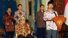 Detik-detik Mencekam Istana Jelang Gus Dur Lengser