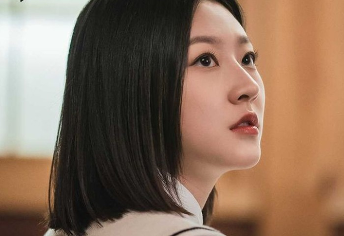 Beberapa waktu lalu, Kakao TV merilis foto-foto still cut drama Superior Shaman Ga Du Sim. Kim Sae Ron sendiri didapuk menjadi pemeran utama drama yang akan segera tayang mulai tanggal 30 Juli 2021 ini. (foto: kakaotv.official)