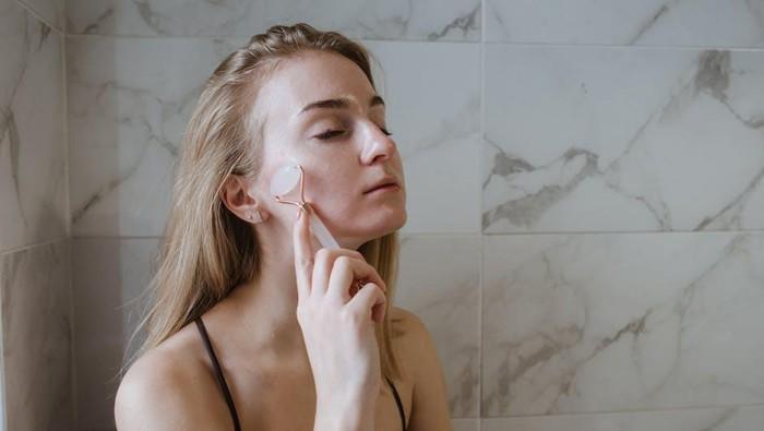 Mencegah Penuaan Dini Sejak Muda, Perhatikan Pilihan Produk Skincare!