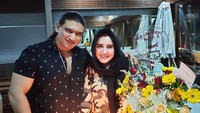 <p>Ashraff dan Fadia tak segan menampilkan kemesraan mereka di media sosia. Seperti pada foto, Fadia tampil cantik ketika merayakan ulang tahun bersama suami. (Foto: Instagram: @ashraff_abu)</p>