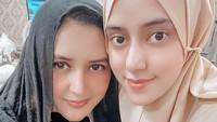 <p>Fairuz A Rafiq juga mengunggah selfie bersama Fadia ketika merayakan ulang tahun sang kakak. Ia tak lupa memberikan ucapan selamat pada wanita 43 tahun itu. (Foto: Instagram: @fairuzarafiq)</p>