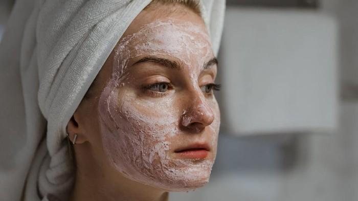 5 Kesalahan Pakai Clay Mask yang Bikin Muka jadi Kering dan Jerawatan