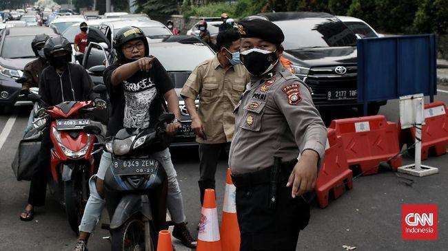 CNNIndonesia.com merangkum peristiwa terkait perkembangan pandemi virus corona 24 jam terakhir. Di Toba, ada warga positif Covid-19 keluyuran ludahi warga.
