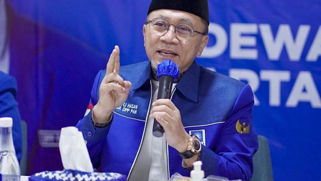 Ketum PAN Zulkifli Hasan menegur tiga kader yang meminta RS khusus untuk pejabat hingga jaminan ICU bagi anggota dewan.