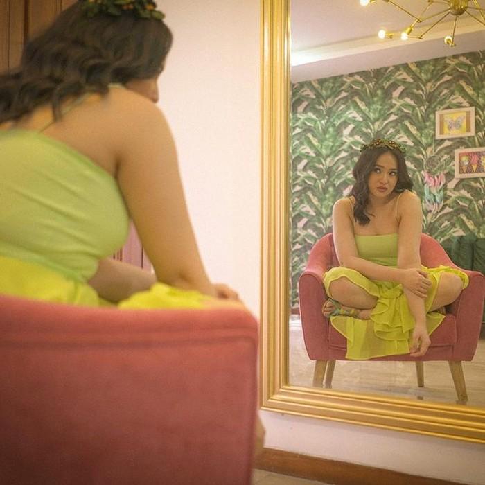 Lewat Instagram-nya, Marshanda menunjukkan perubahan bentuk badannya yang lebih berisi. Gaungkan body positivity, Marshanda melakukan photoshoot untuk kampanye