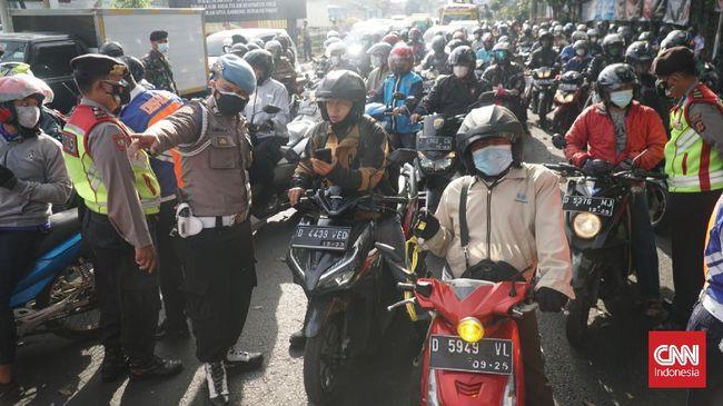 Penambahan penyekatan diperlukan agar polisi bisa membatasi mobilitas masyarakat selama penerapan masa PPKM Darurat ini.