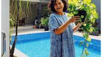 <p>Di sela-sela waktu luang selama PPKM Darurat, Mira Lesmana kerap menampilkan foto koleksi tanaman hiasnya ke Instagram. Bikin rumah semakin sejuk nih! (Foto: Instagram: @mirles)</p>