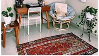 <p>Di sudut rumah, Mira Lesmana juga memiliki tempat bersantai yang didekorasi dengan berbagai tanaman hias. Rupanya wanita 56 tahun ini gemar mengoleksi tanaman hias, Bunda. (Foto: Instagram: @mirles)</p>