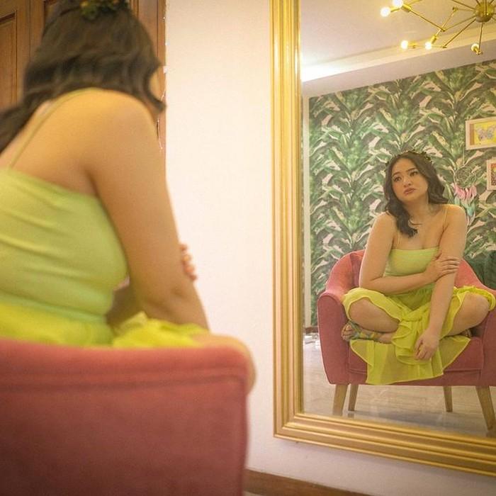 Perubahan bentuk badan artis cantik, Marshanda ini dikarenakan obat-obatan untuk treatment Bipolar Disorder memberikan efek nafsu makan meningkat, memperlambat metabolisme dan membuat berat badan naik (foto: instagram.com/marshanda99)