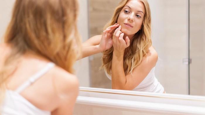 Wajib Coba! Ini 5 Kiat Mudah Agar Terhindar dari Jerawat Karena Makeup