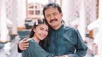<p>Anesya Anggun merupakan putri dari aktor senior Herdin Hidayat. Ia lahir pada 25 Januari 1990 dan sudah berusia 31 tahun, Bunda. Anesya menjelma jadi wanita cantik. (Foto: Instagram: @anesyaanggun_)</p>