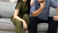 <p>Sebagai putri semata wayang, Herdin Hidayat sangat mencintai Anesya. Kedekatan mereka tak hanya terlihat seperti Ayah dan anak, namun juga seperti sahabat. (Foto: Instagram: @anesyaanggun_)</p>
