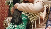 <p>Kerap terlihat konyol, Herdin dan Anesya pernah bikin haru di hari pernikahan putrinya itu. Meski berat melepas sang putri, Herdin sangat bahagia melihat anaknya mendapatkan pendamping hidup. (Foto: Instagram: @anesyaanggun_)</p>