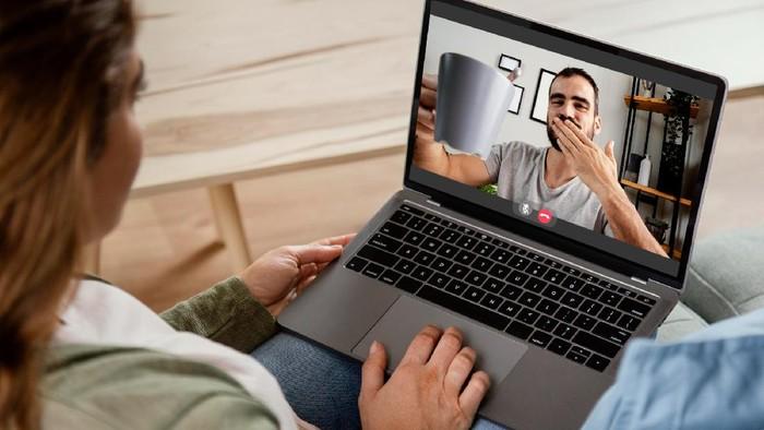 Jika PPKM Diperpanjang, Ini 6 Ide Aktivitas Online yang Bisa Kamu Lakukan dengan Pasangan