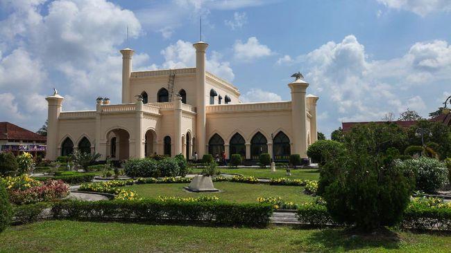 Kerajaan Melayu Islam ini pernah berdiri di Provinsi Riau sekitar tahun 1723 Masehi. Berikut sejarah Kerajaan Siak Sri Indrapura serta jejak peninggalannya.