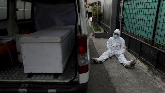Epidemiolog menilai Jawa dan Bali belum melewati puncak pandemi Covid-19, merespons klaim Menkes Budi Gunadi Sadikin sebelumnya.