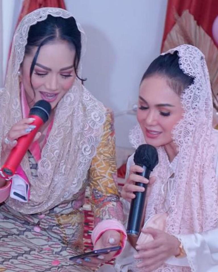 Potret Kompak Yuni Shara dan Krisdayanti, Sibling Goals!