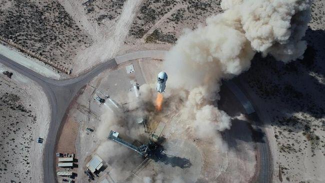 Bezos buka suara ketika dikritik perjalanan ke batas luar angkasa yang ia lakukan hanya buang uang, waktu, dan tenaga.