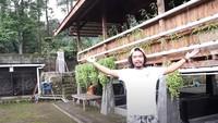 """<p>Dalam kesempatan tersebut, Om Hao mengatakan bahwa rumah Dodit yang dibangun dari kayu jati dari Blitar tersebut dijaga oleh makhluk astral. """"Dan memang, ada ini sih Mas... yang menjaga. Jadi sepasang suami istri pakai baju adat Jawa,"""" tutur Om Hao saat melihat rumah Dodit, dikutip dari channel YouTube Dodit Mulyanto pada Jumat (16/7/2021) (Foto: YouTube: Dodit Mulyanto)</p>"""