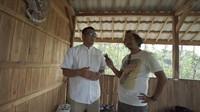 <p>Beberapa waktu lalu, Dodit menyambangi rumah tersebut bersama Om Hao, yakni praktisi atau ahli retrokognisi seperti time travel dari tim Kisah Tanah Jawa. (Foto: YouTube: Dodit Mulyanto)</p>