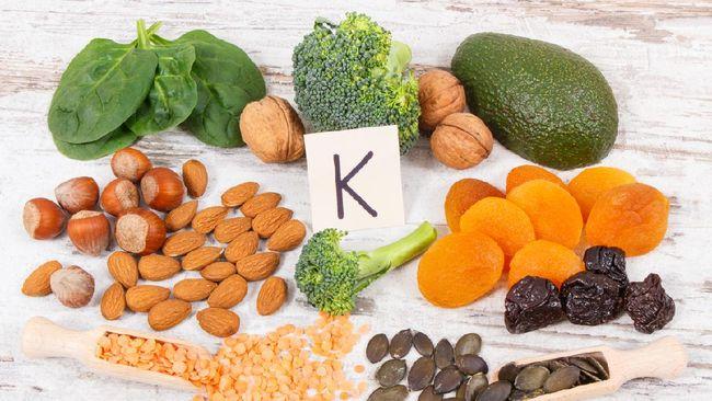 Vitamin K berperan penting dalam proses pembekuan darah. Apa itu vitamin K? Simak penjelasan lengkapnya berikut ini.