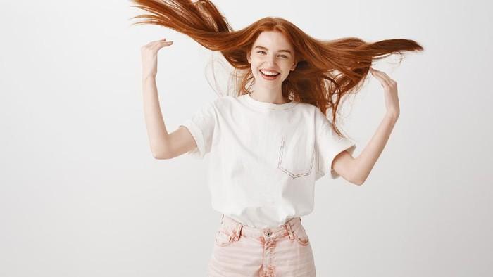 3 Cara Mudah untuk Mengetahui Kerontokan Rambut yang Parah, Cek Beauties!