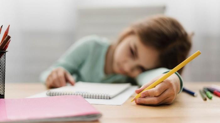 Kiat Atasi Anak yang Bosan dan Stres Selama Belajar Online di Rumah
