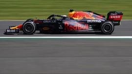 Benturan dengan Hamilton, Mobil Verstappen Tabrak Pembatas