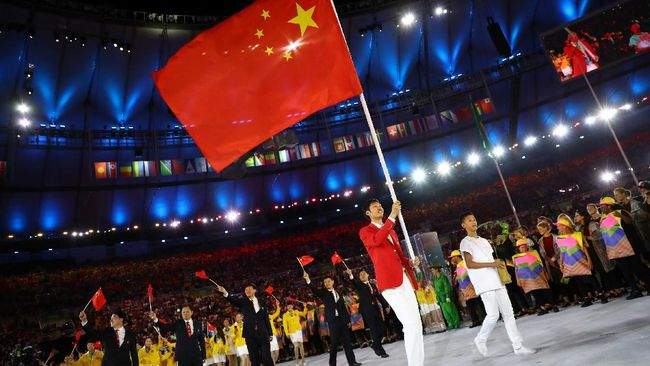 Seragam kontingen China untuk Olimpiade Tokyo 2020 yang baru dirilis secara resmi pada Rabu (14/7) banjir kritik dari warganet.