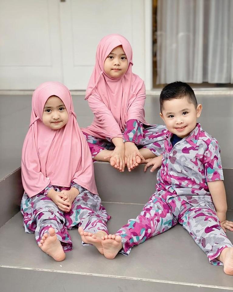 Potret Gemoy Anak-anak Oki Setiana Dewi Kompak Pakai Baju Kembaran