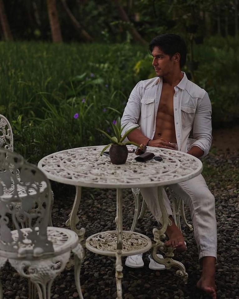 Deretan mantan Jessica Iskandar tengah disorot, termasuk Richard. Yuk intip potret Richard Kyle pamer otot!