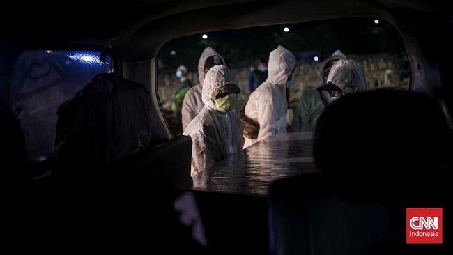 Jumlah penambahan harian kasus kematian warga akibat terinfeksi virus corona (Covid-19) di Indonesia tembus 1.000 kasus lebih per hari selama 11 hari terakhir.