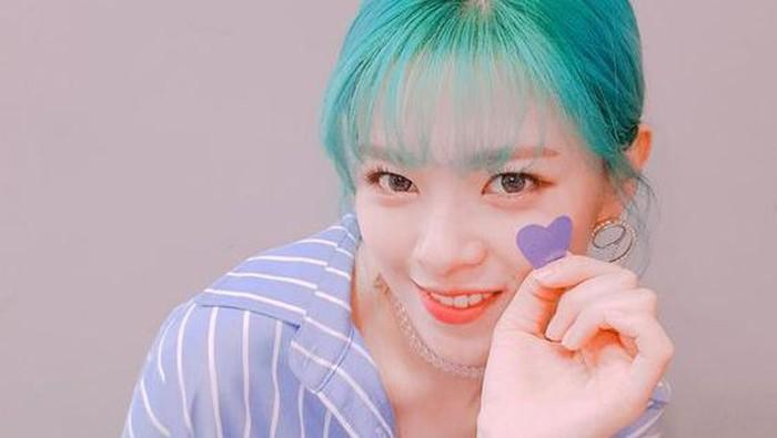 Sederet Idol K-Pop Ini Tampil Segar dengan Rambut Warna-warninya, Bisa Jadi Inspirasi Untukmu Lho!