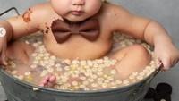 <p>Sesi foto terbaru Shaquille dianggap mubazir alias menghambur-hamburkan makanan. Ya, dalam fotonya itu tampak Shaquille berendam dalam makanan seperti biskuit dan sereal. (Foto; Instagram @rogerjoey)</p>