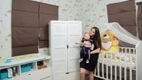 <p>Celine Evangelista juga memiliki ruang bayi ketika putranya baru lahir. Ruangan tersebut didominasi dengan warna putih yang bersih. (Foto: Instagram: @celine_evangelista)</p>