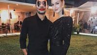 <p>Sejak saat itu, keduanya menjalin hubungan yang sangat dekat hingga akhirnya menikah. Potret ini diambil ketika mereka tengah menghadiri acara pesta Halloween. (Foto: Instagram: @diegoafisyah)</p>