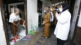 Cek Distribusi Bansos, Mensos Blusukan di Pelosok Yogyakarta