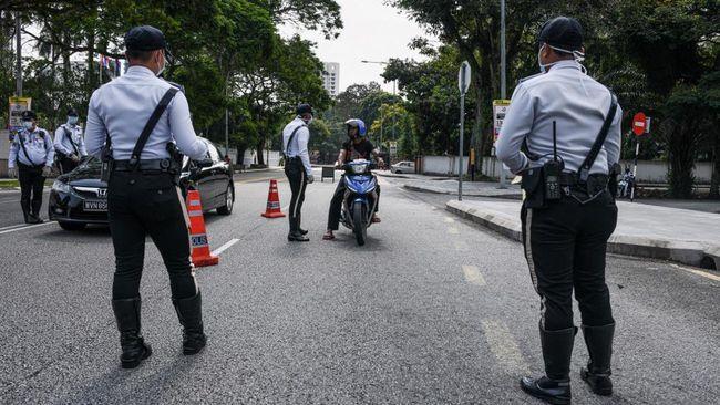Aparat Malaysia memutar balik ribuan kendaraan warga yang diduga hendak mudik menjelang Iduladha meski Negeri Jiran masih menerapkan lockdown nasional.