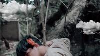 <p>Paras Rey Mbayang juga dinilai memiliki kemiripan dengan Song Kang, aktor drama Korea <em>Navillera</em> dan <em>Nevertheless</em> yang tengah naik daun. Gimana menurut Bunda? (Foto: Instagram: @rey_mbayang)</p>