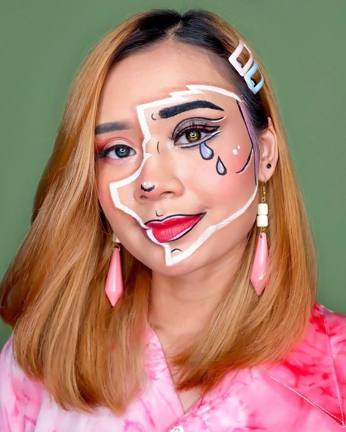Teknik menggambar yang detail, menjadikan make up Nadya selalu tampil memukau seperti make up bertema pop art comic ini. Look ini bisa kamu jadikan sebagai inspirasi halloween lho! (foto: makeup karakter pop art comic / sumber: instagram.com/nadyasmeen)