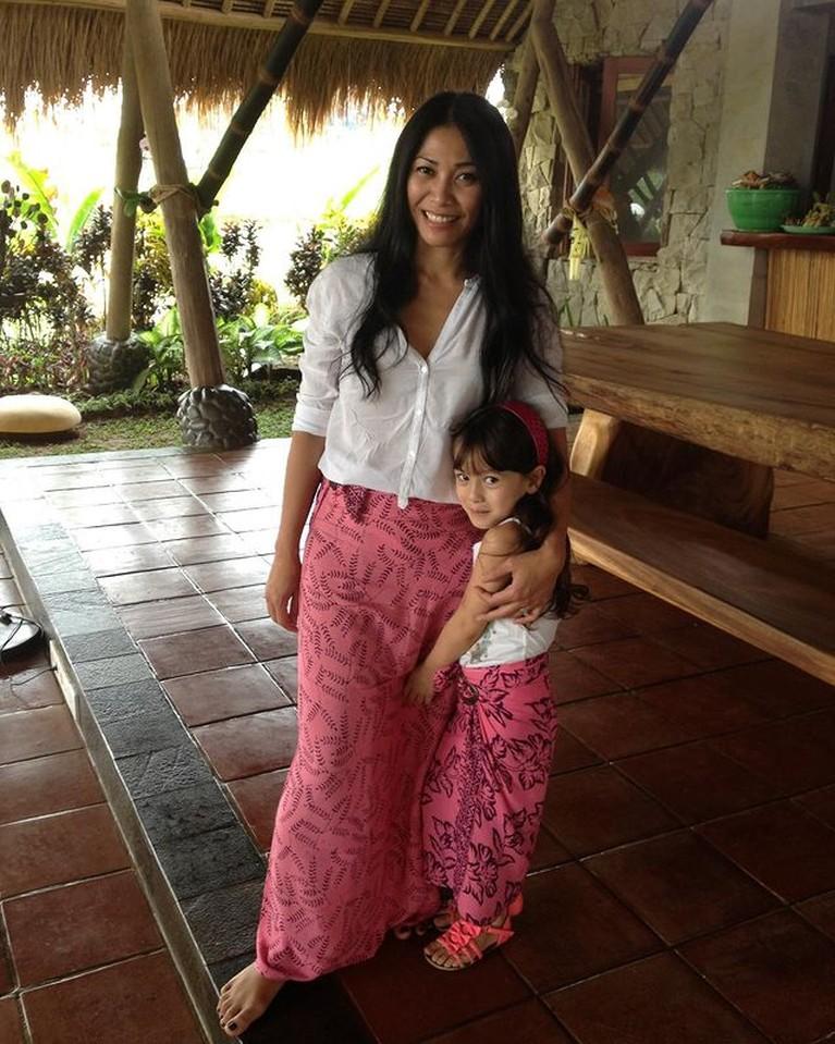 Anggun C Sasmi sesekali mengunggah potret sang putri tanpa sticker. Ia mulai memperlihatkan wajah cantik putrinya. Yuk intip!