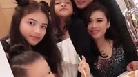 <p>Rumah tangga Choky dan sang istri, Icha memang jarang terekpose media, wajar kalau banyak penggemar yang tidak tahu jika sang aktor laga sudah memiliki tiga anak. (Foto: Instagram: @ck.andriano)</p>
