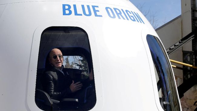 Jeff Bezos dan tiga awak lain di kapsul Blue Origin akan melayang di luar angkasa selama kira-kira 11 menit.