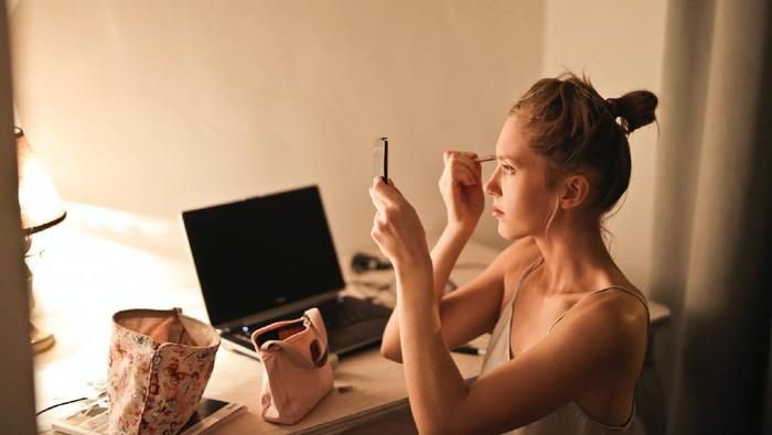 Makeup Sekaligus Skincare? 5 Produk Ini Bisa Memberikan Benefit Keduanya, Lho!