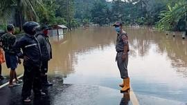 Banjir Cilacap, Ruas Jalan Nasional Terputus Genangan