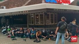 30 Pedemo di Tangsel Diamankan, Polisi Ajak Tur Makam Covid