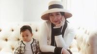 <p>Dalam beberapa postingan,<em>baby</em> Rumaisha terlihat semakin menggemaskan, Bunda. (Foto: Instagram @dianpelangi)</p>