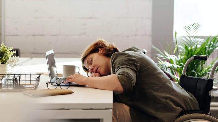 Pola Tidur Berantakan Akibat WFH, Ini 5 Cara Mudah Mengatasinya