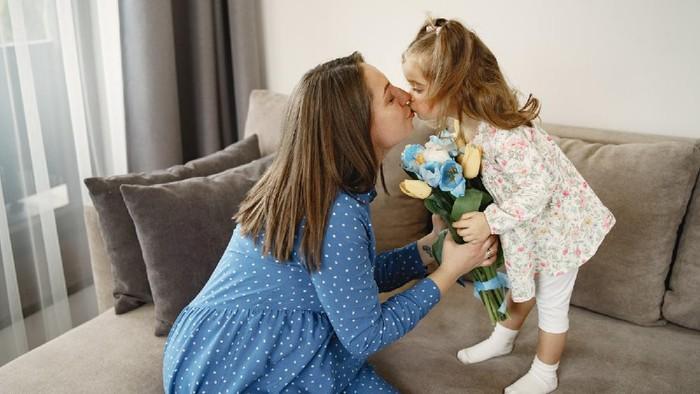 Kiat Ajari Anak Terbiasa dengan Mengucap 'Maaf, Tolong dan Terima Kasih'